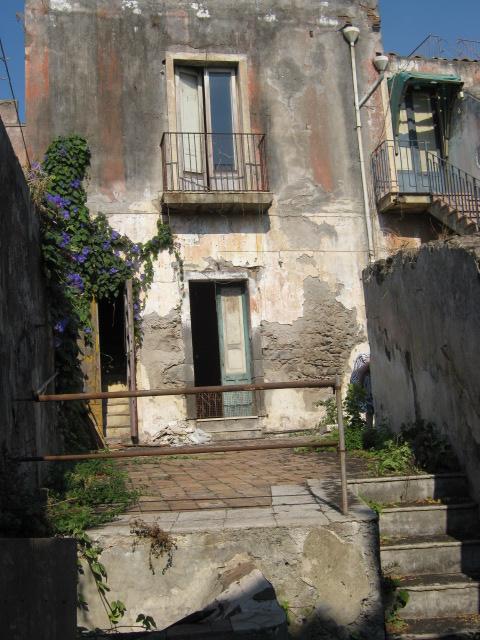 Casa antica indipendente centro storico acireale da for Casa indipendente da ristrutturare