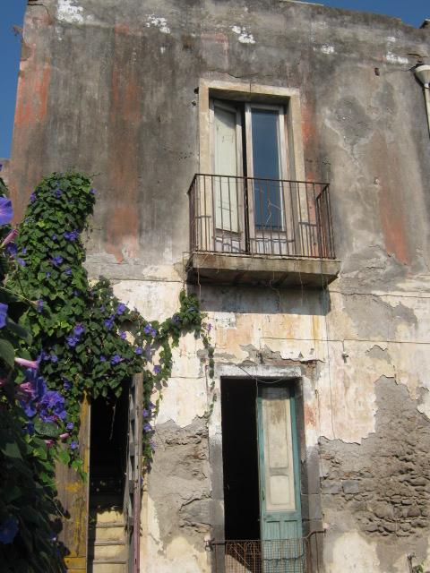 Casa antica indipendente, centro storico Acireale, da ristrutturare