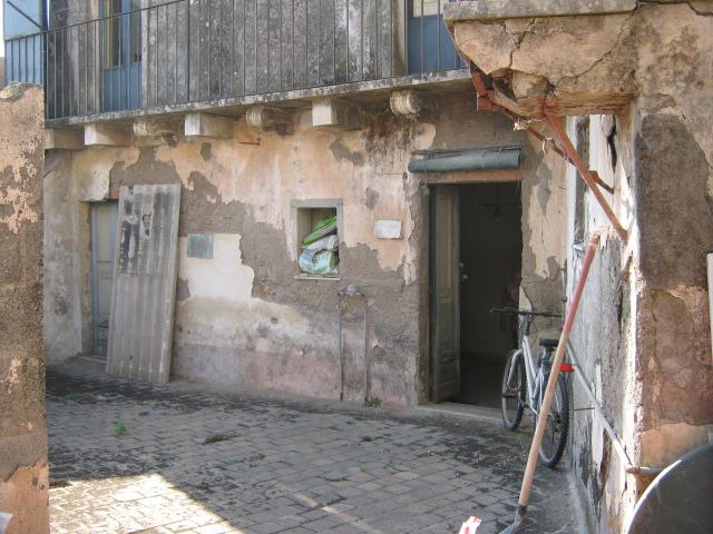 Casa antica indipendente centro storico acireale da for Case antiche ristrutturate