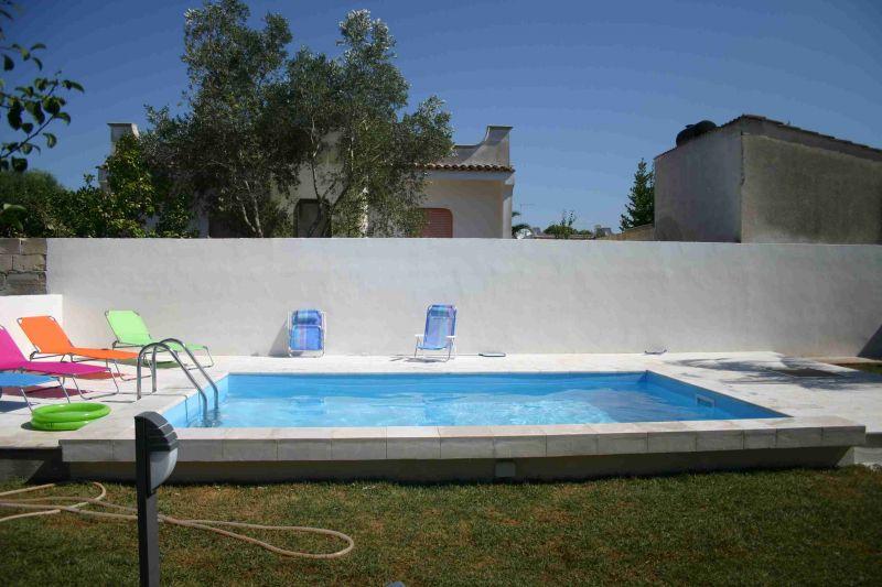Villa nadia con piscina case villette puglia lecce for Immagini di villette con giardino