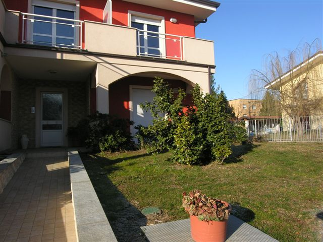 Affitto bilocale in villa con giardino case villette piemonte torino - Affitto casa con giardino ...