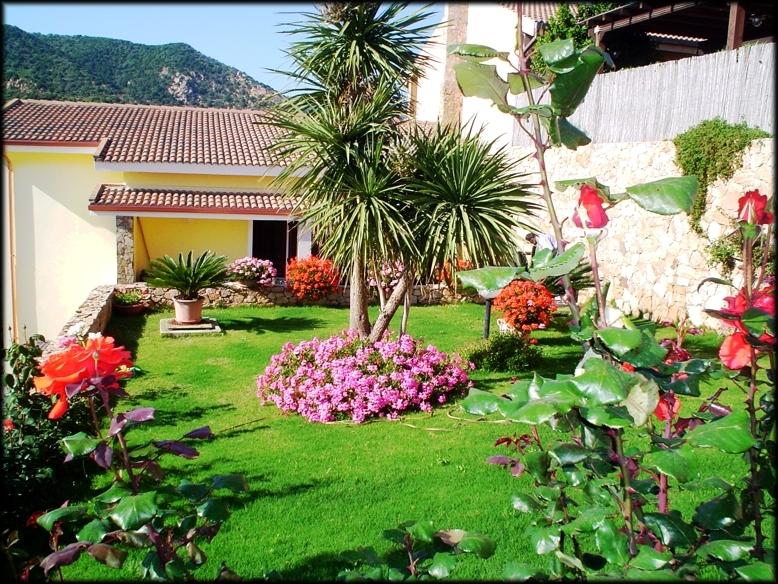 Affitto per mesi estivi splendida villa suddivisa in piu for Appartamenti arredati in affitto cagliari