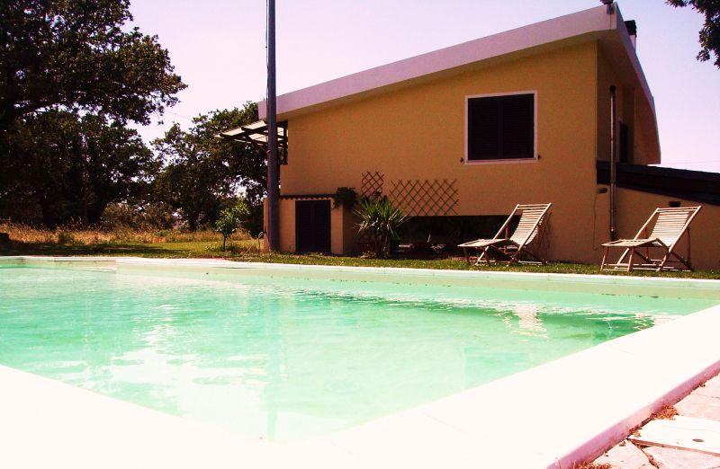 Affitto casa d 39 estate con piscina e ampio giardino struttura turistica sardegna nuoro - Affitto casa con piscina ...