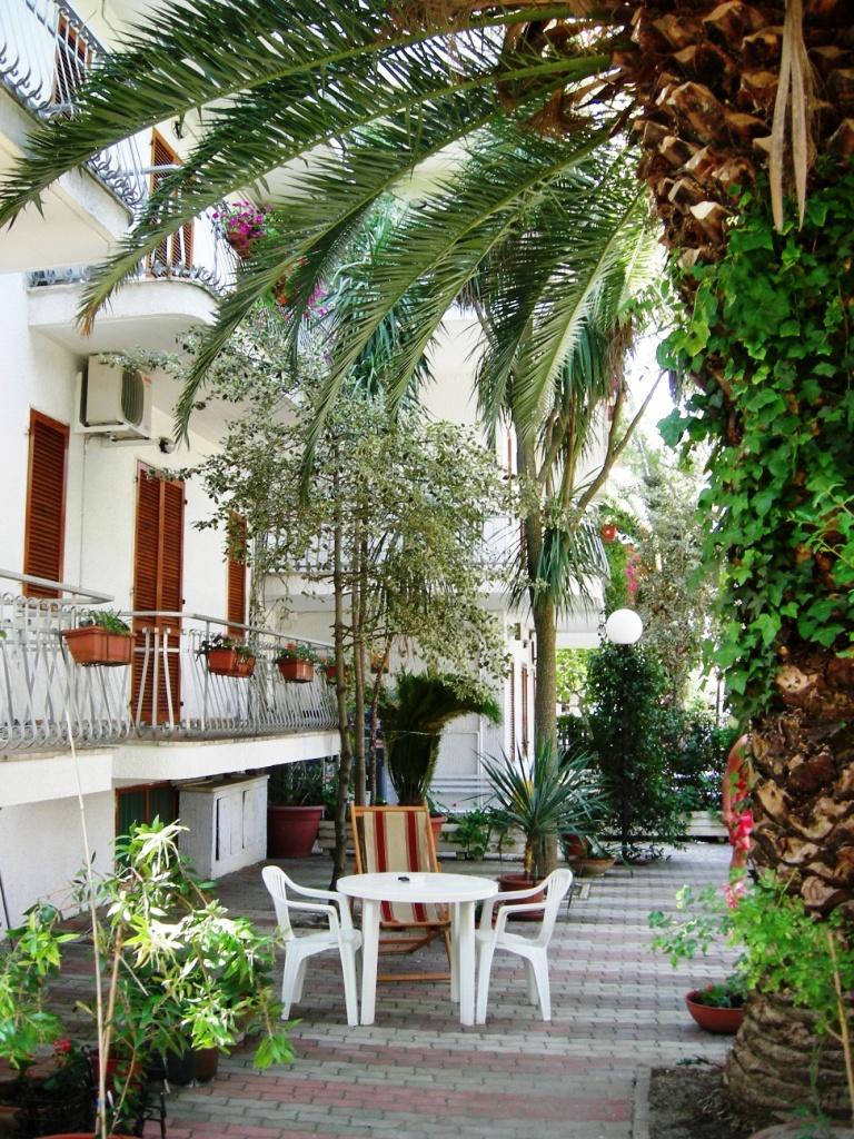 Appartamenti mare con balconi o giardino si animali alba - Giardino d abruzzo ...