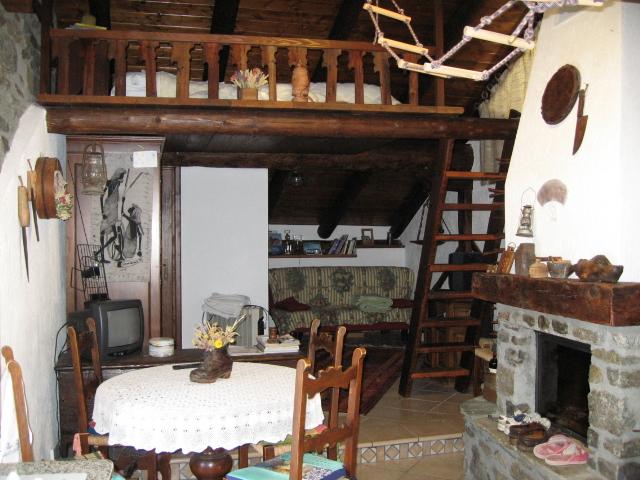 Casetta in legno e pietra in montagna   appartamento   valle d ...