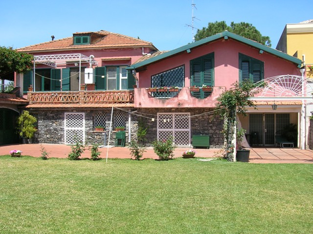 Appartamento alpianterreno di una casa di campagna alla periferia di  Acireale (CT) mare a 2 km