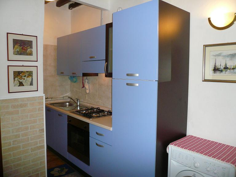 Accogliente appartamento ,nel centro storico di Parma a pochi passi dal duomo. Per uso turistico,e lavoro.